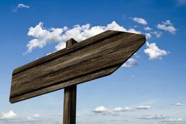 Umdatul Ahkam Hadits No. 9 Mendahulukan Bagian yang Kanan dalam Setiap Urusan